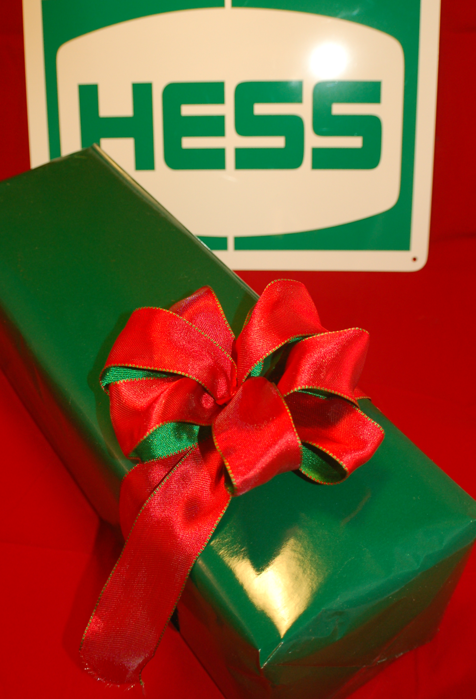HESS 550 Gift Wrapping For The First Toy In Your Order